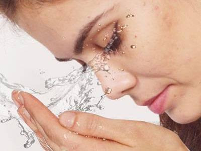 Чем промывают глаза в домашних условиях?