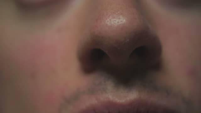 Почему идет кровь из носа: все возможные причины