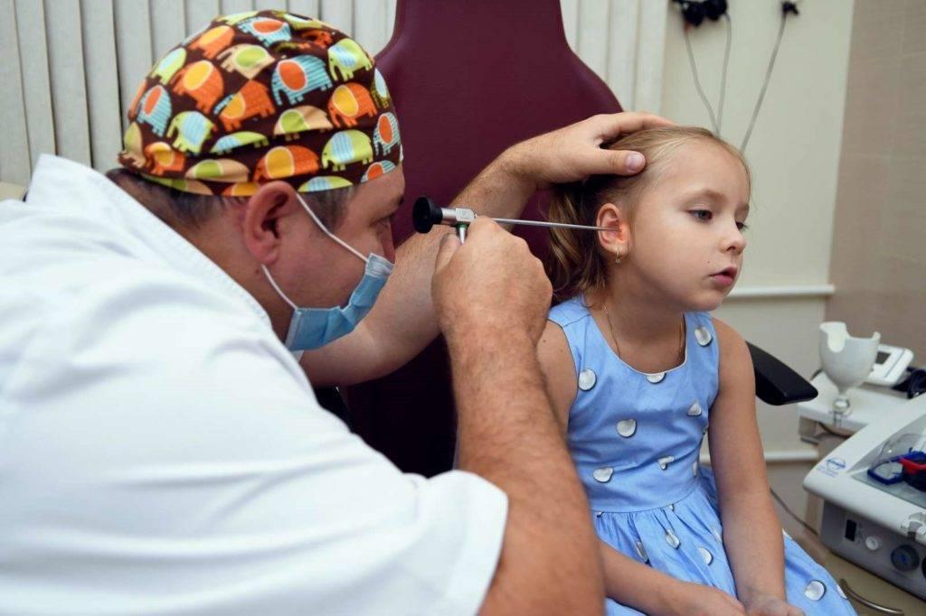 Кровотечение из уха: причины и первая помощь
