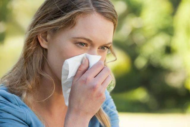 Причины появления зуда в носу и чихания