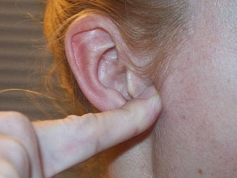 У меня болят мочки ушей что это значит
