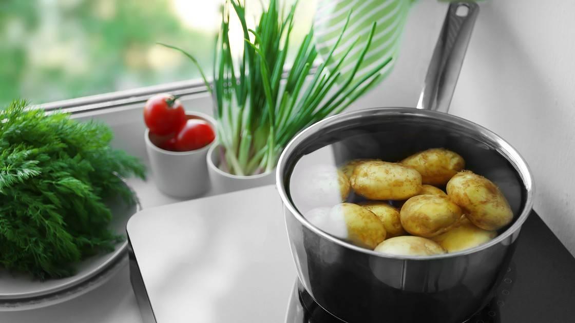 Проводим ингаляции правильно! как дышать над картошкой при кашле и насморке?