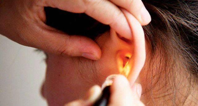 После удара ухо плохо слышит и болит
