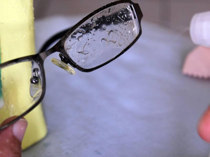 Чем протирать очки для зрения
