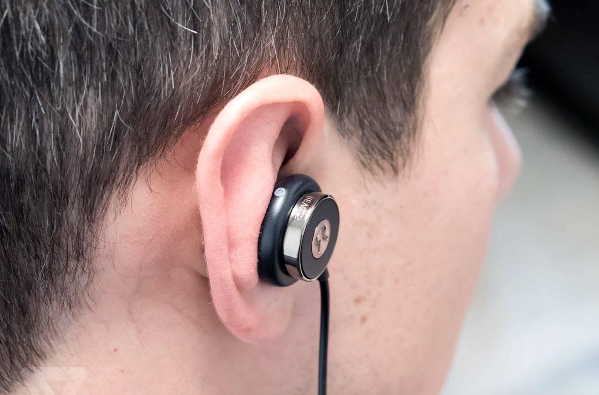почему от наушников болят уши