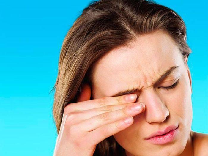 Почему болит веко на правом глазу