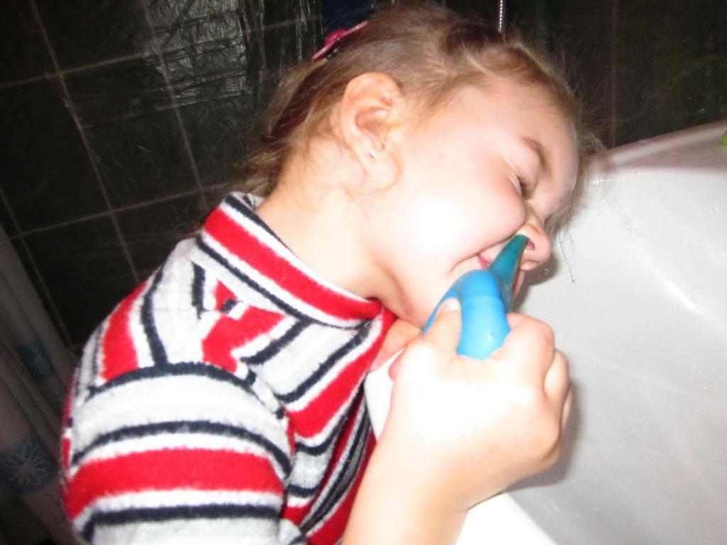 как правильно промыть нос ребенку