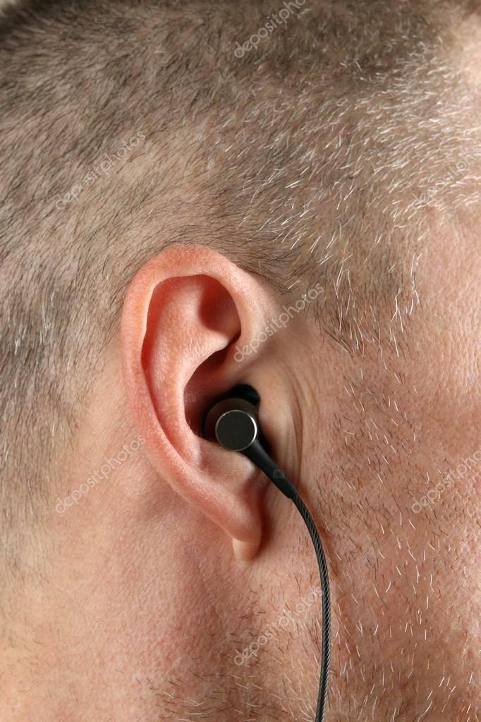 болят уши в наушниках