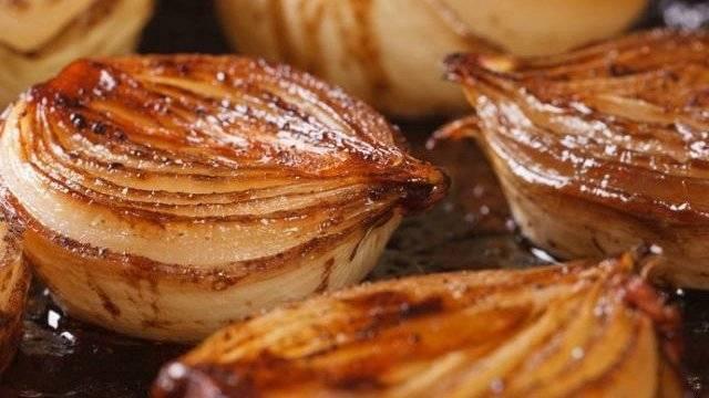 Запеченный лук в духовке: польза и вред