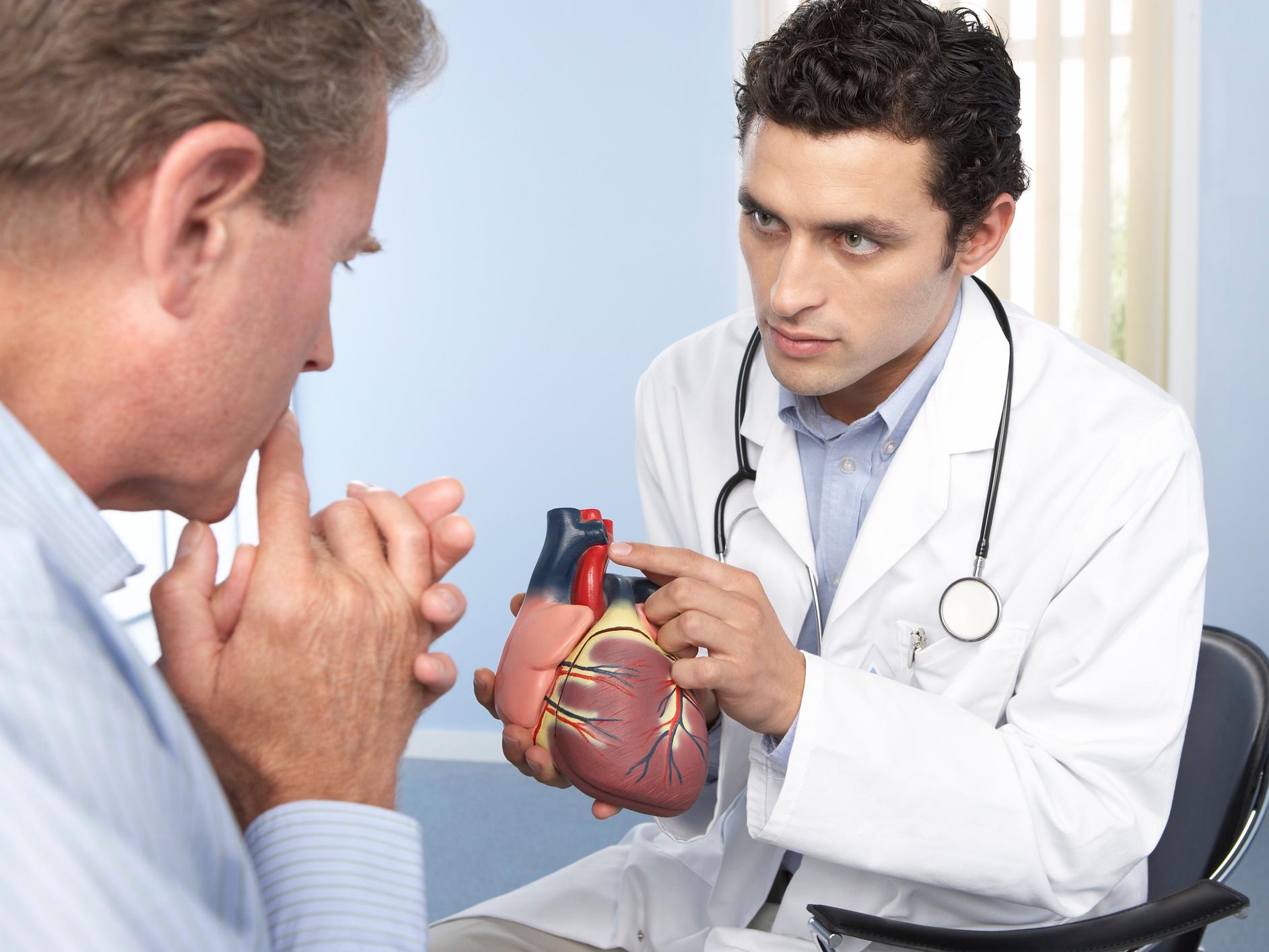 Сердечный кашель: симптомы, лечение, причины, что это такое