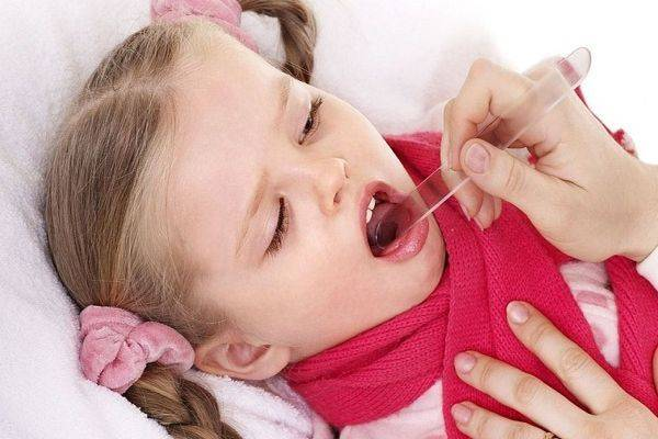 болит горло высокая температура у ребенка