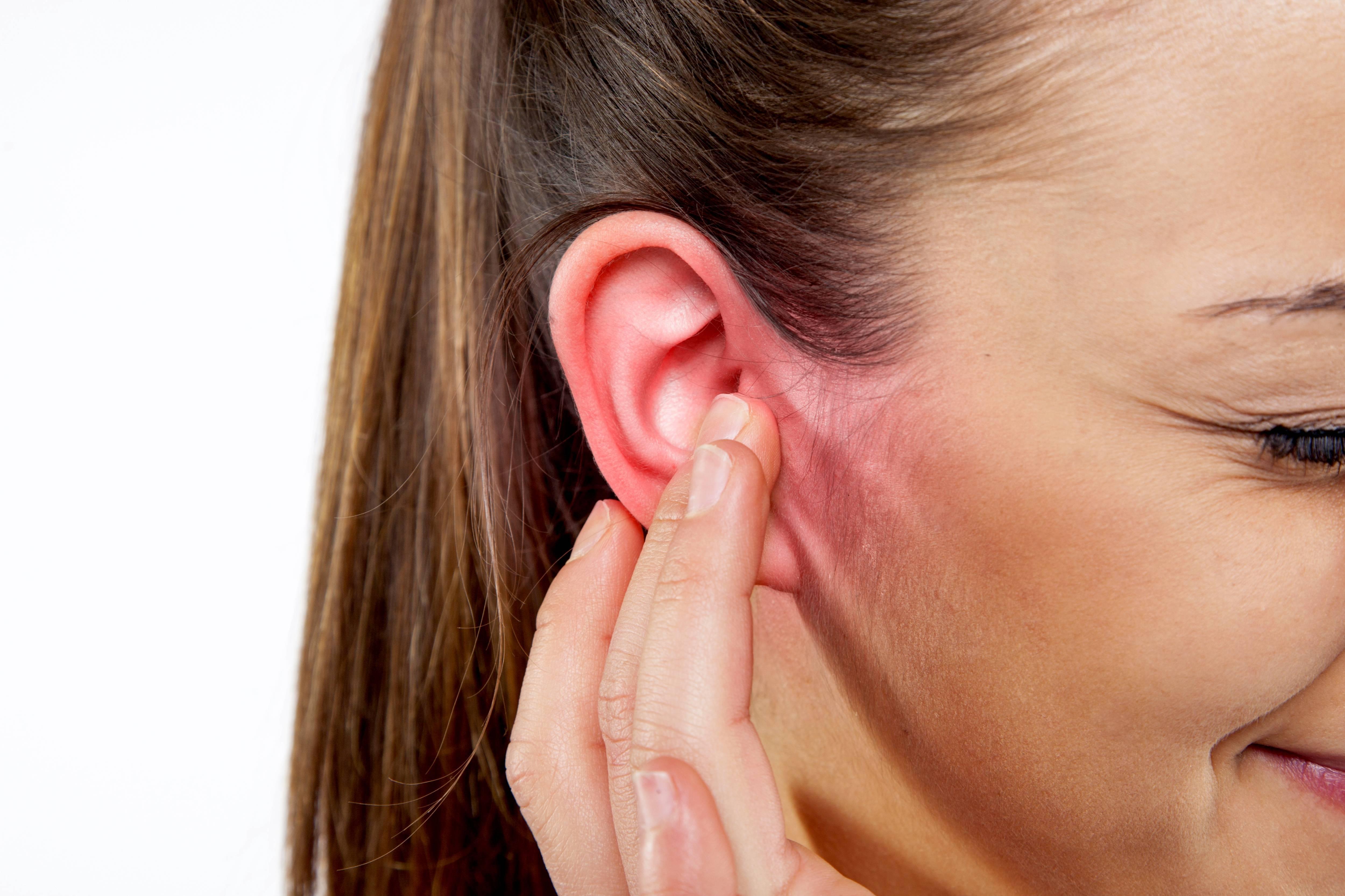 воняет за ушами