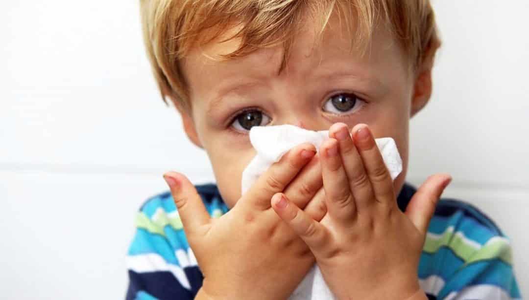 Причины прозрачных соплей при насморке и варианты лечения