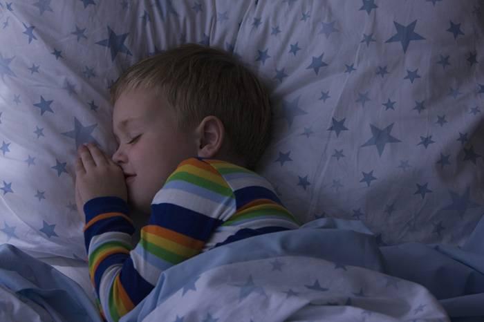 Почему ребенок плохо дышит и храпит по ночам