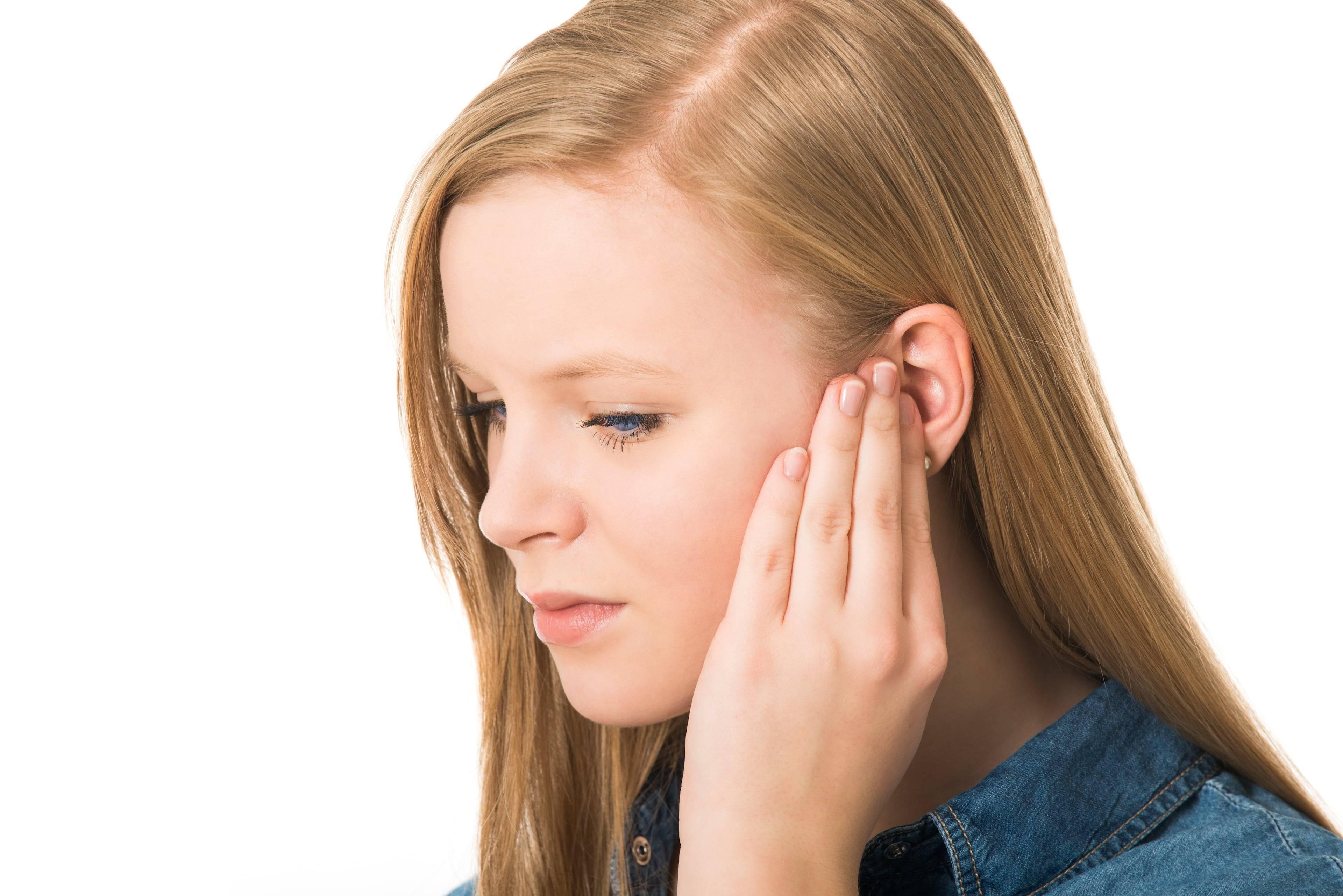 Что делать, если болят уши? почему болят уши?