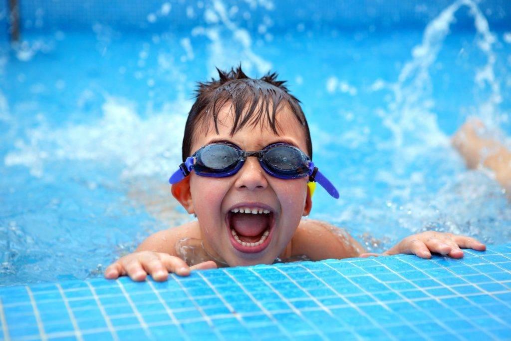 Можно ли в бассейн с насморком ребенку: популярные вопросы и ответы на них