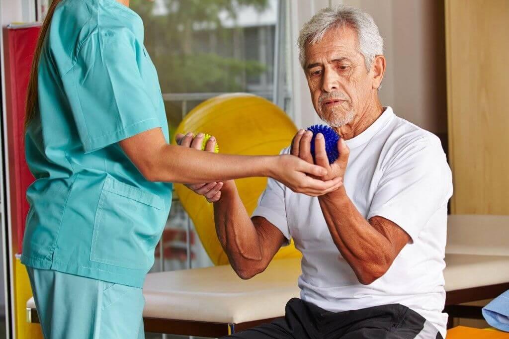 Галлюцинации у пожилых людей что делать : лечение и профилактика