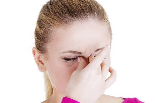 заложен нос болит голова