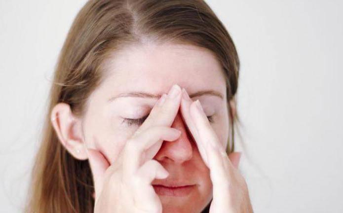 болит голова из за насморка