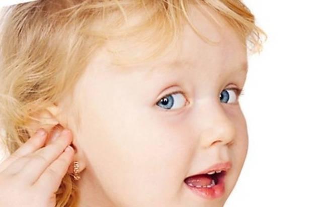 Уши болят у ребенка комаровский
