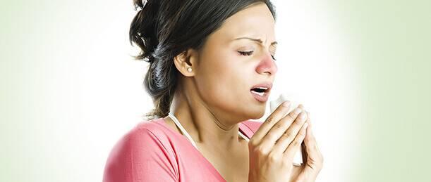 Течет из носа: когда это норма, патологические причины, как лечиться в различных случаях