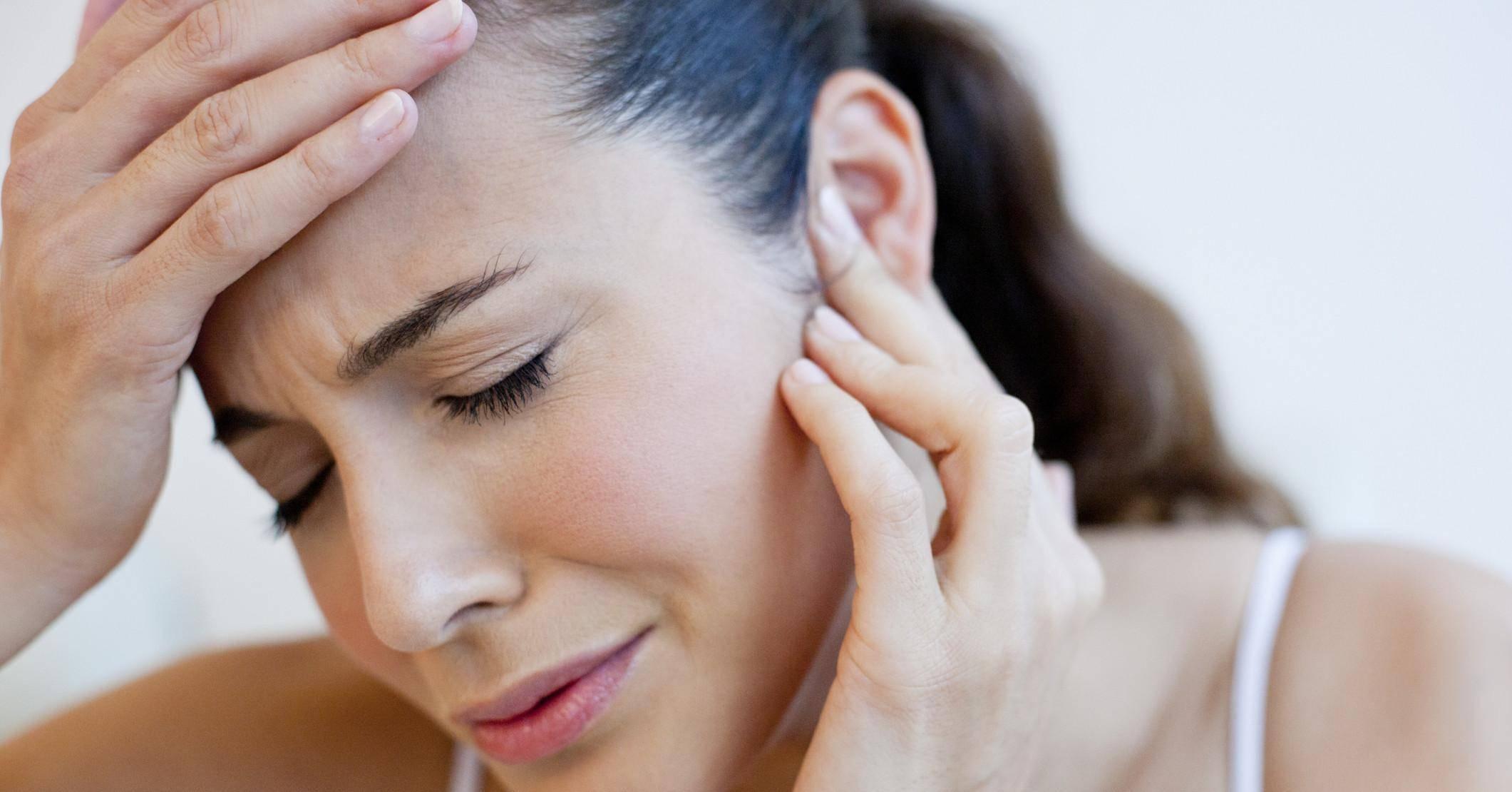 Камфорное масло для ушей: инструкция по применению, можно ли капать, делать компрессы при отите