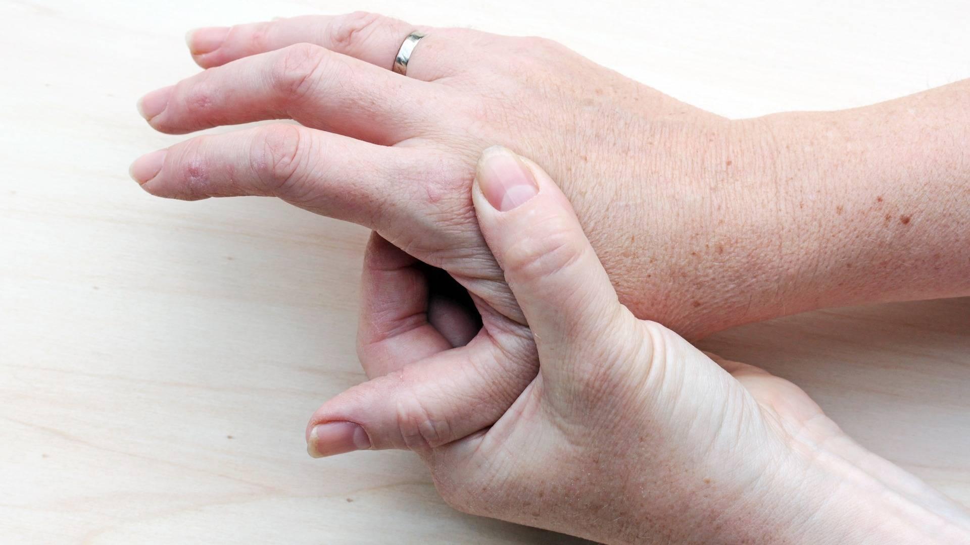 чесотка на нервной почве симптомы