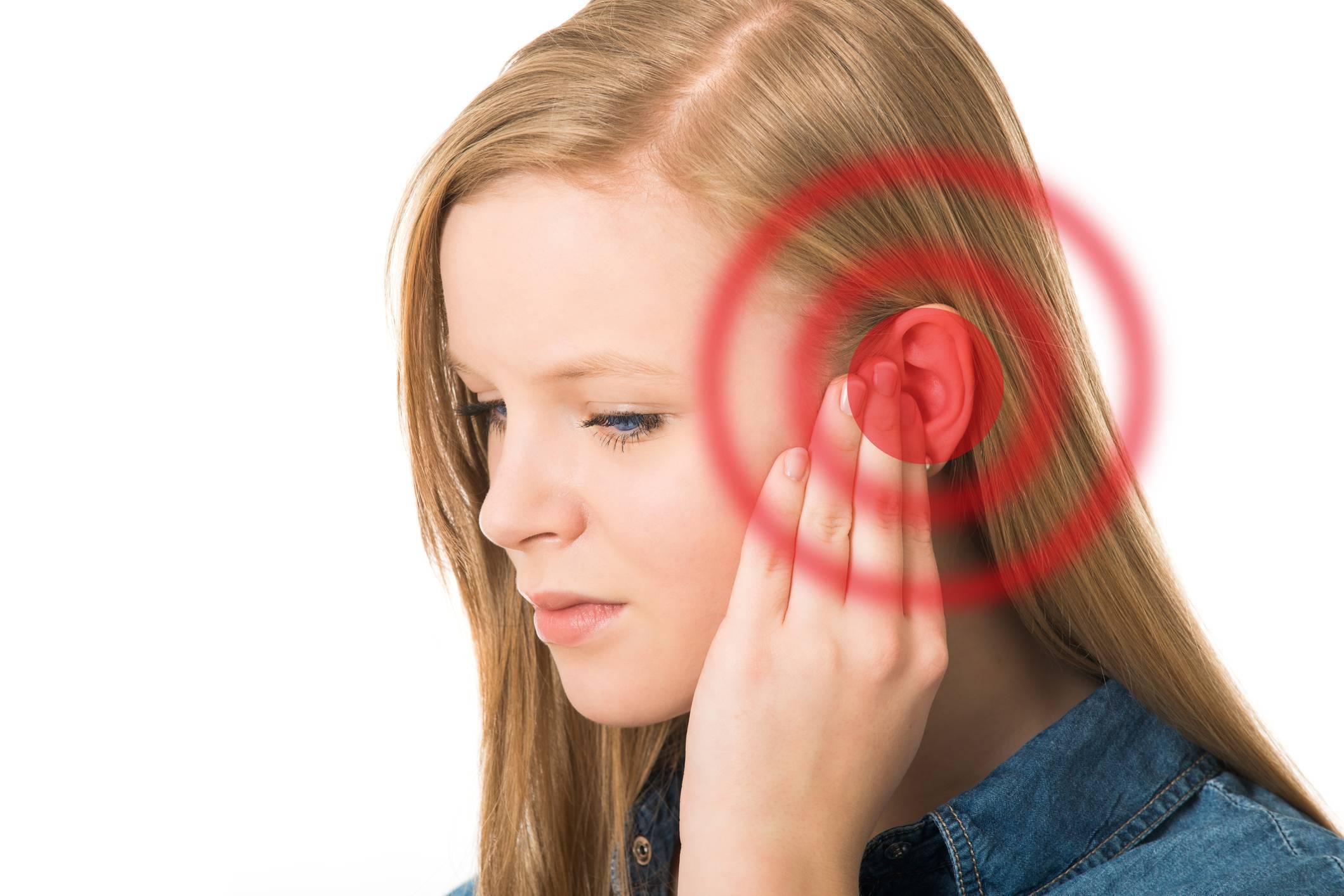 звенит в правом ухе