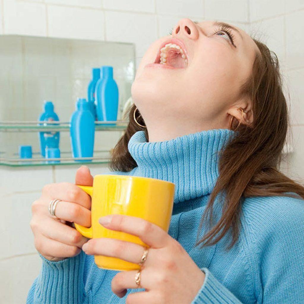Как быстро вылечить горло в домашних условиях - все способы