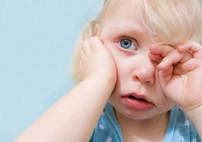 Почему ребенок закатывает глаза