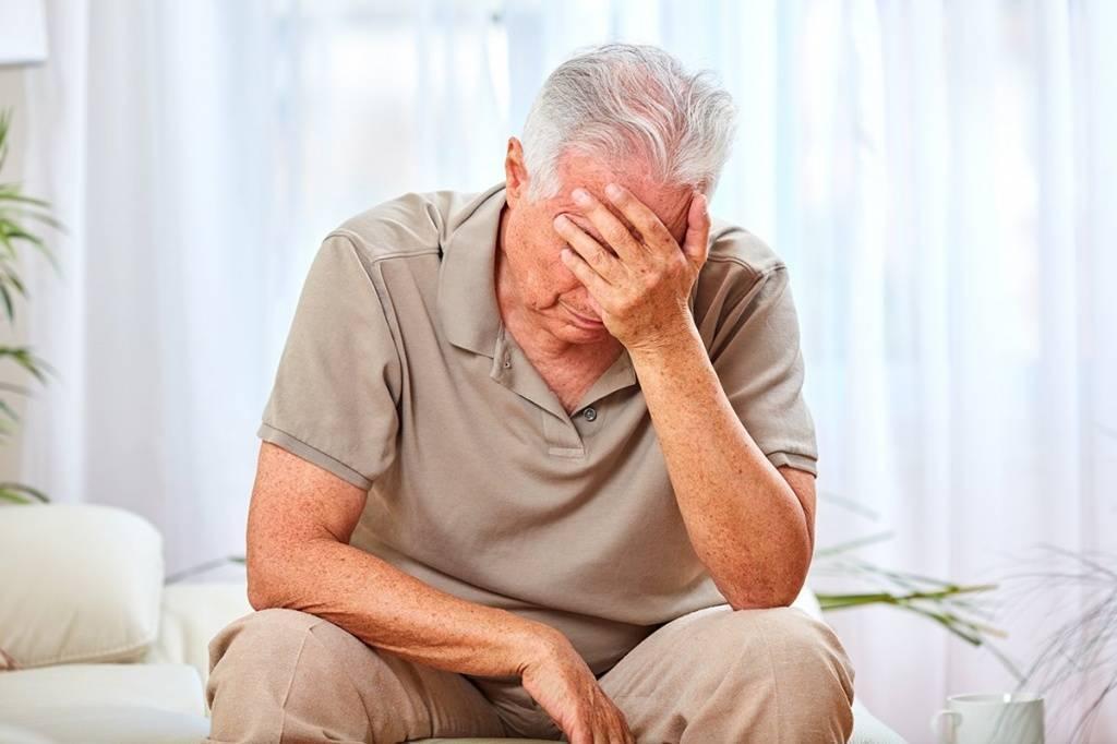 Старческий психоз — симптоматика заболевания