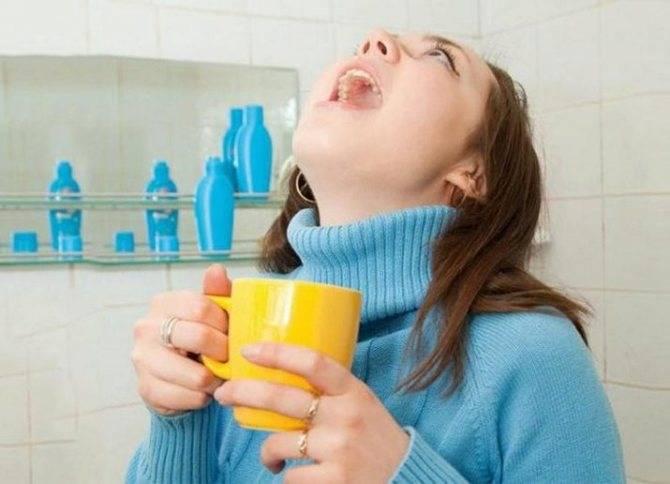 Чем полоскать больное горло при воспалении у взрослого