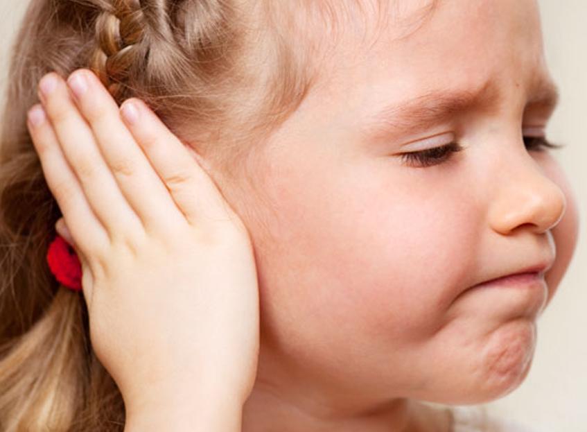 как узнать болят ли уши у ребенка