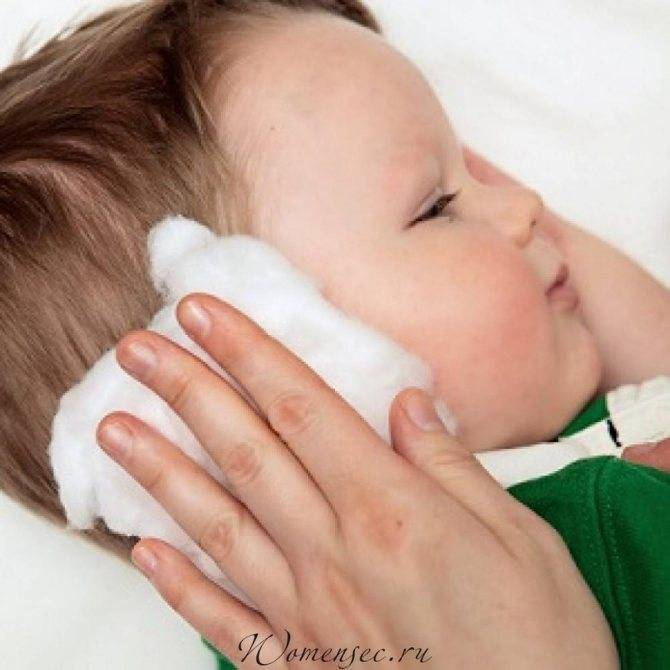 Определить болит ухо грудничка