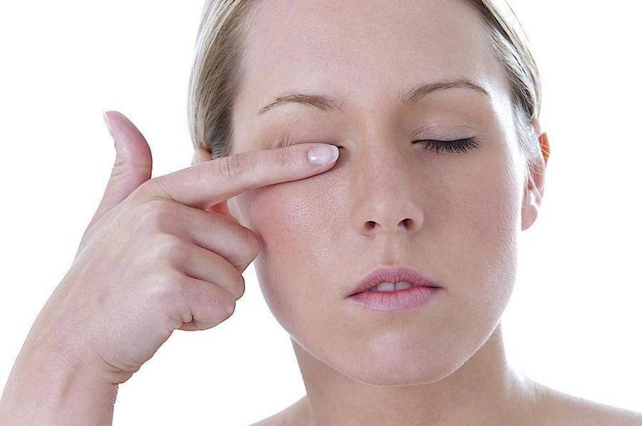 болит внешний уголок глаза при моргании