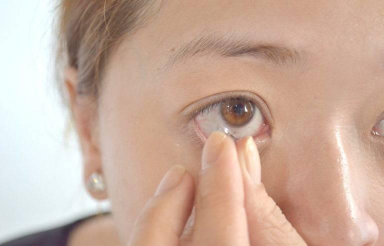как снять линзы с глаз новичкам