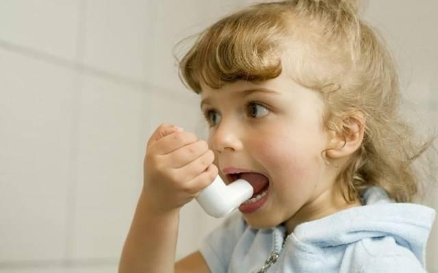 Как и чем лечить красное горло у ребенка