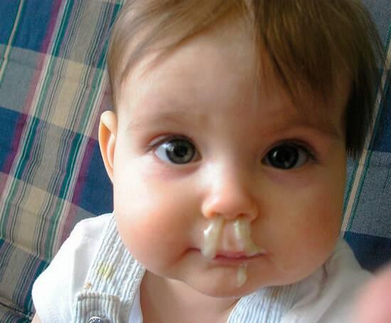 У ребенка зеленые сопли и температура: как помочь малышу
