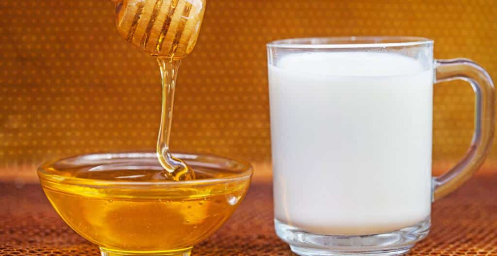 Народные рецепты от кашля: молоко с медом, маслом и другими ингредиентами