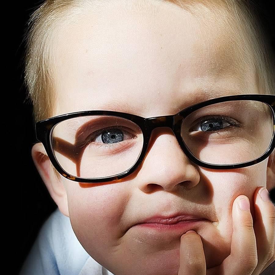 Какие симптомы могут указывать на близорукость у ребенка?