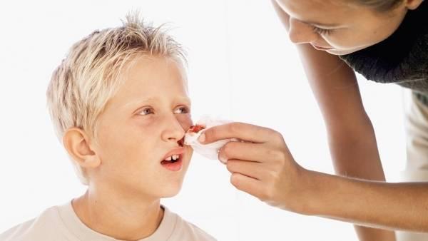 Причины внезапного появления крови из носа у ребёнка
