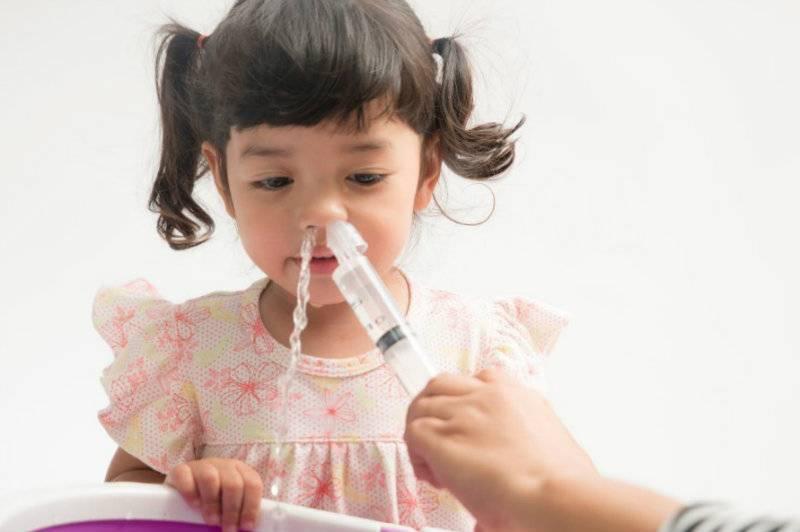 можно ли капать физраствор в нос ребенку