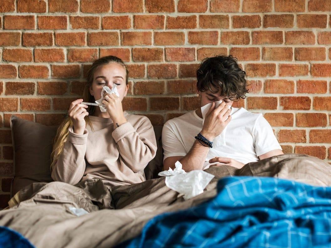 Заразен ли насморк без температуры для окружающих — простуда