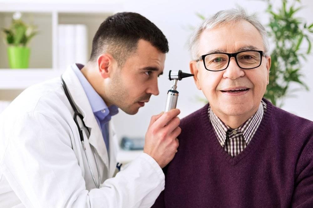 врач лечащий уши