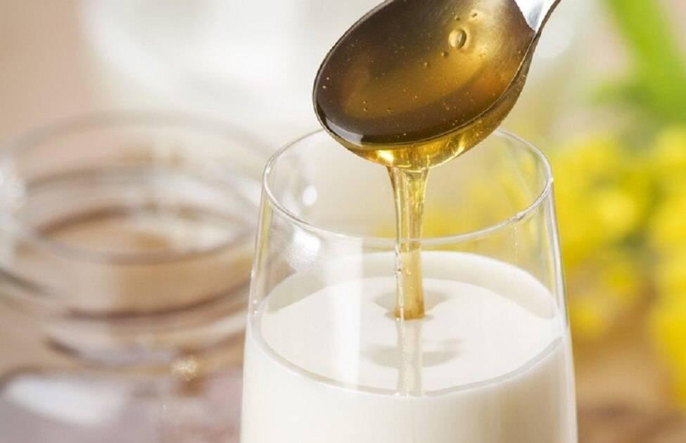 При боли в горле молоко с содой — простуда