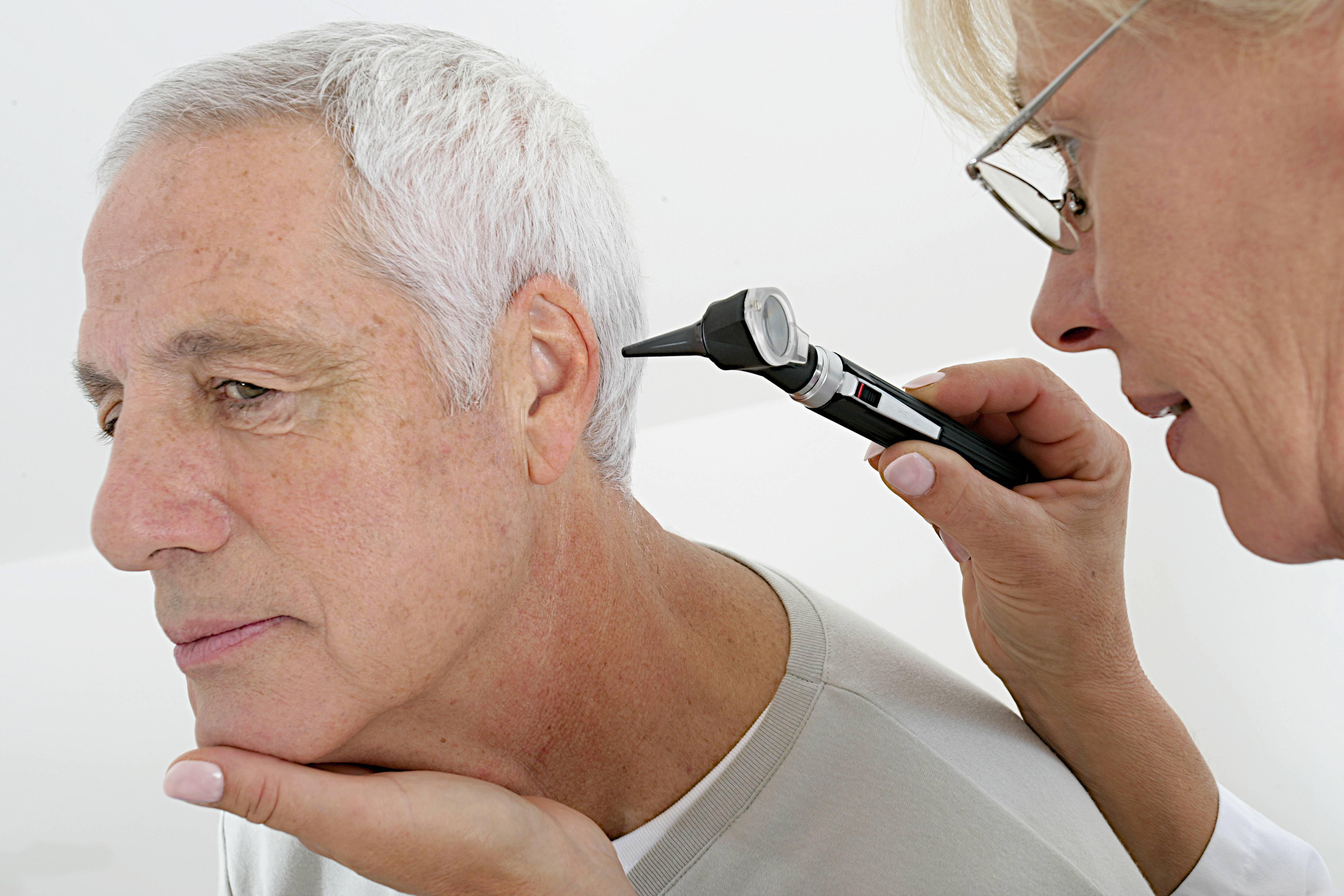 как вылечить глухоту ухо в домашних условиях