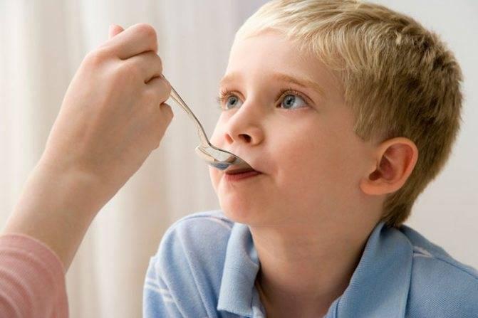 Что делать, если на миндалинах у ребенка белый налет?