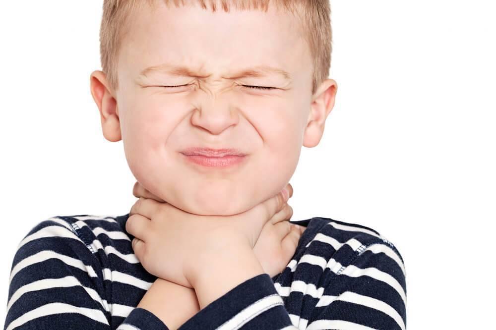 у ребенка сильно болит горло