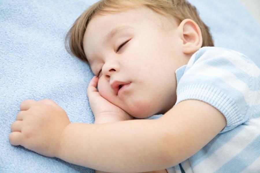 Почему ребенок храпит во сне и чем это опасно?