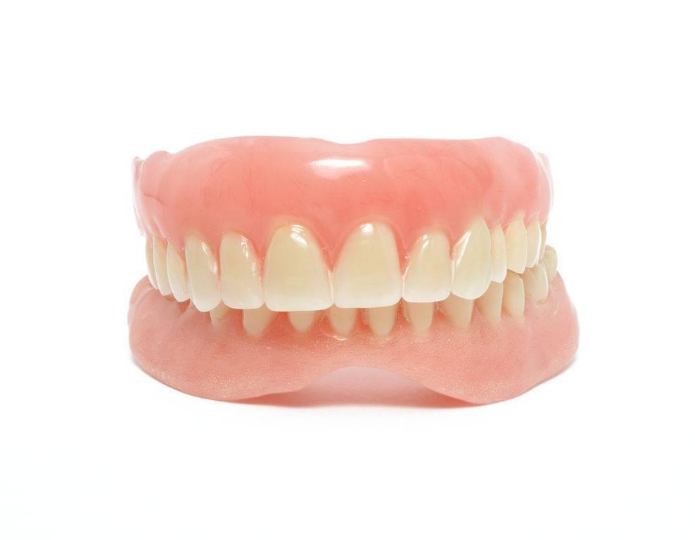 съемный зубной протез на один зуб